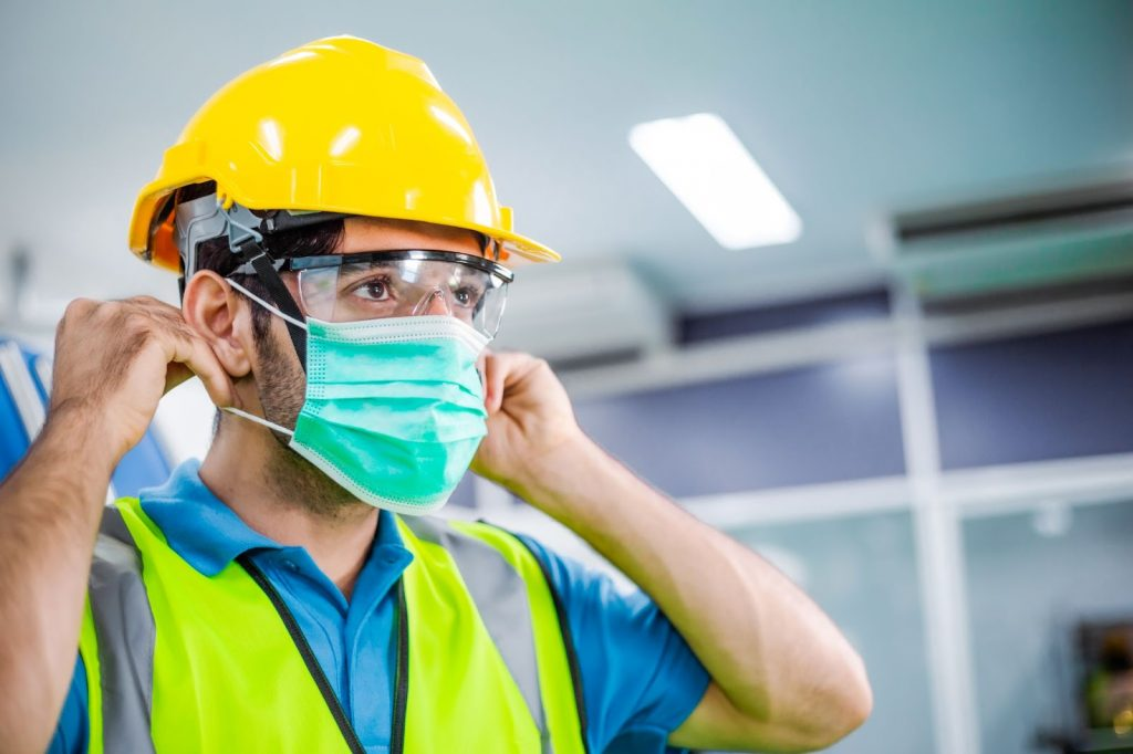 How to Navigate COVID-19 Vaccines And Masks In The Workplace